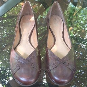 Women's Clarks Artisan Brown Leather Shoes Size 9M